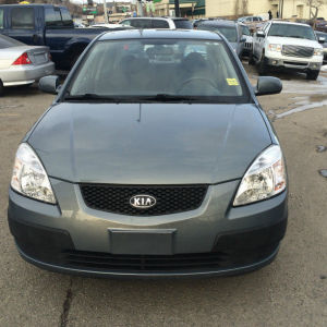 2009 Kia Rio EX Sedan winter tires inspected warranty $3800