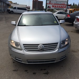 2004 Volkswagen Phaeton V8 Leather lots of options rare